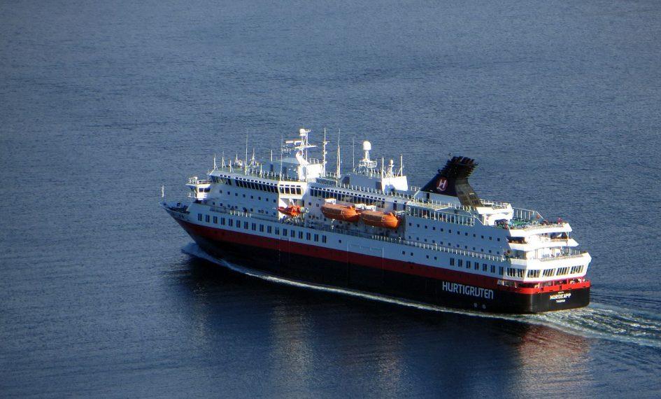 Le Hurtigruten vu à Alesund