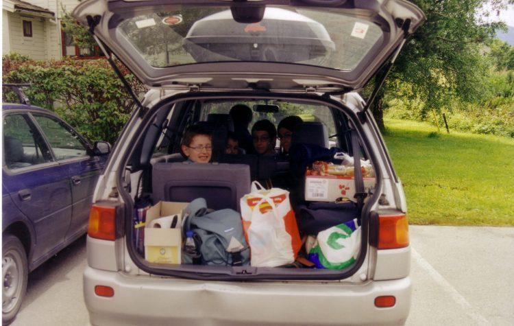Le coffre de notre voiture avec nos courses