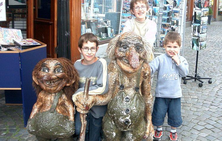 3 de mes enfants avec des trolls, en 2004