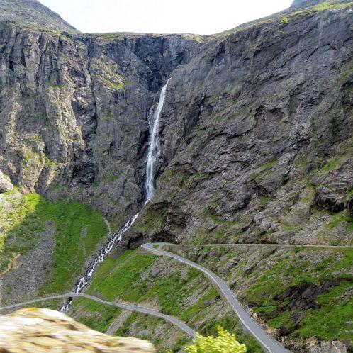 point de vue aménagé en haut de la Trollstigen