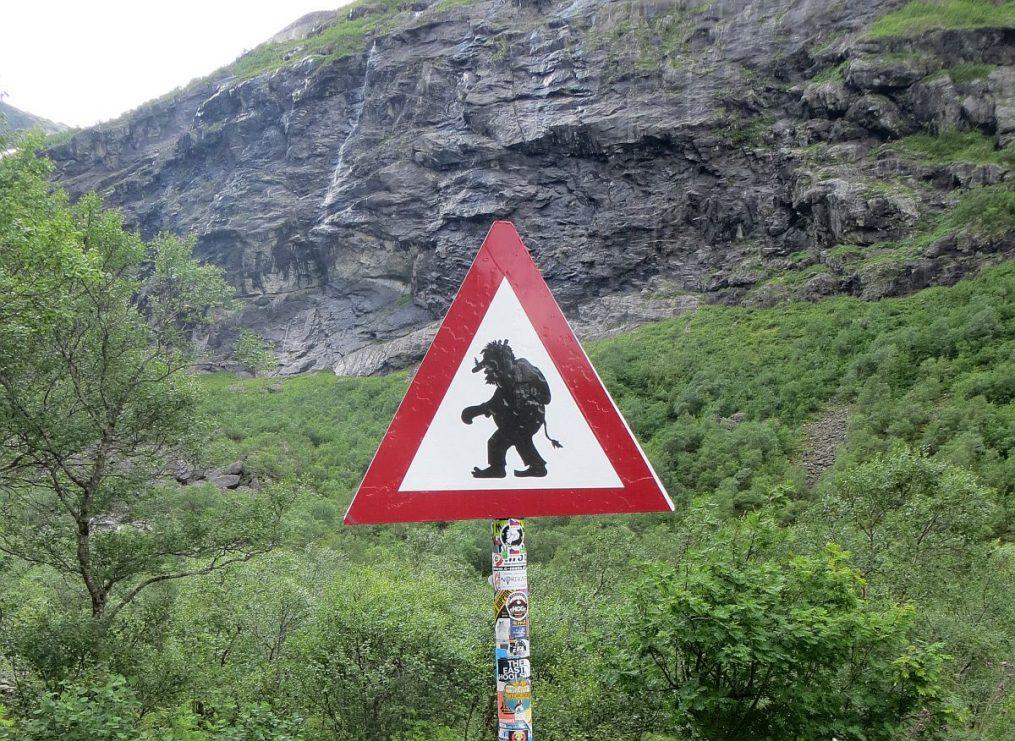 le fameux panneau de la route des Trolls